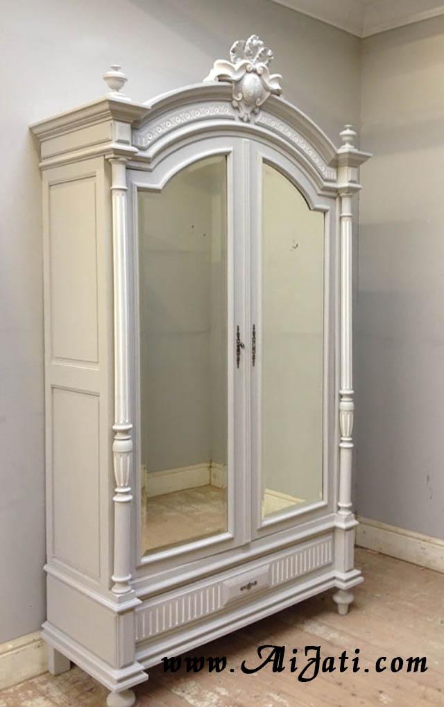 almari kaca 2 pintu minimalis motif klasik