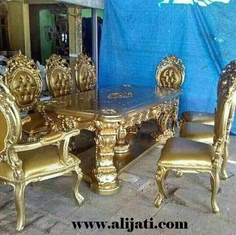 meja makan mewah cat emas terbaru