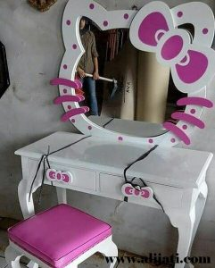 Meja Rias Cantik Model Hello Kitty